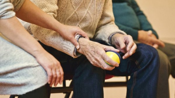 5 Signs That Your Senior Loved One Needs Home Care